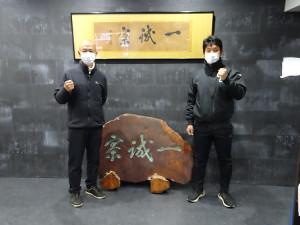 野球部寮「一誠寮」で来年の活躍を誓った東大・井手監督(左)と大音主将