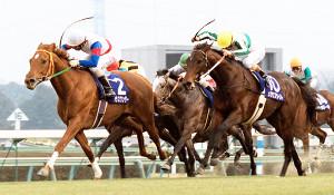 1998年の有馬記念は直線の競り合いから、グラスワンダー(左)がメジロブライト(右)を抑え抜け出す