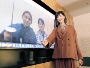 リモートで対談したフェンシング・東莉央(中)、晟良(左)の姉妹と栗原恵さん(カメラ・清水 武)