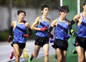 練習に励む帝京大・小野(左から2人目