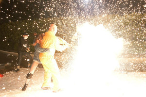 クロちゃんの電流爆破バットが大仁田に炸裂した