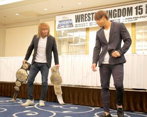 1・4東京ドーム・メインイベントの2冠戦で激突する内藤哲也(左)と飯伏幸太