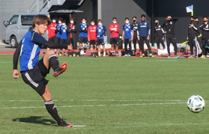 関東大学選抜との練習試合に出場したU-19日本代表候補の浦和MF武田英寿