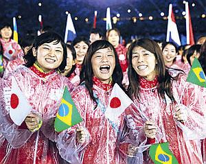 リオ五輪閉会式(左から土性、登坂、吉田)