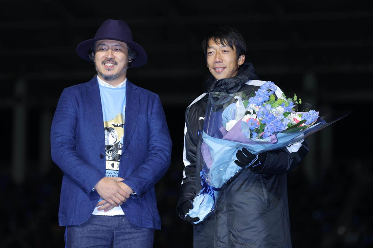 昨年12月21日、等々力陸上競技場での「中村憲剛選手 引退セレモニー」にかけつけた常田(左)と中村憲剛