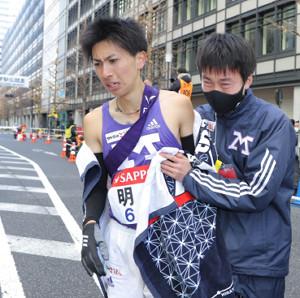 総合11位でゴールした明大10区・長倉奨美(代表撮影)