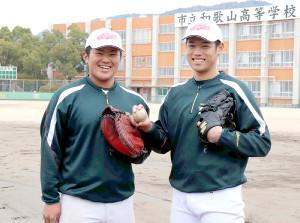 高卒でのプロ入り志望を表明した市和歌山の小園健太(右)と松川虎生