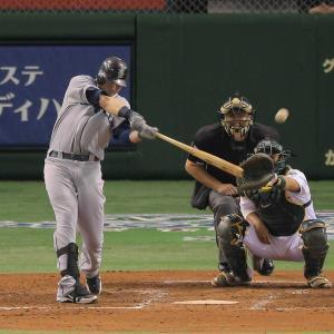 12年3月29日のアスレチックス・マリナーズ戦7回無死、先制の左越え本塁打を放つスモーク