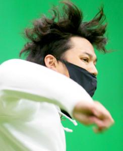 髪を振り乱してキャッチボールを行う藤浪(代表撮影)