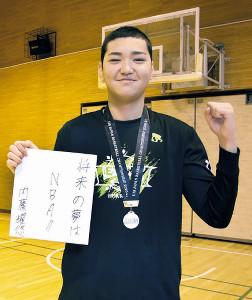 高校でもレバンガ北海道U18で競技継続を希望、将来の夢を色紙に記した内藤