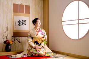 振り袖姿を披露した池江璃花子(ジョイフル恵利提供)