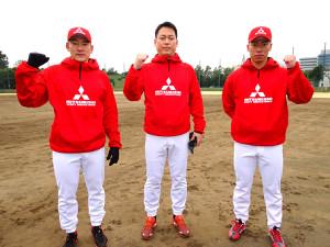 4チームを再編してスタートした三菱重工Eastの(左から)安田、佐伯監督、江越海