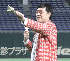 よさこいを披露したお笑いコンビ「南海キャンディーズ」の山里亮太