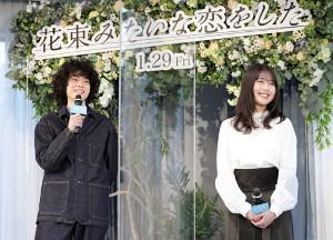 笑顔でイベントを行った菅田将暉(左)と有村架純