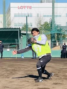 新人合同自主トレに参加した小川(球団提供)