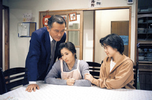 「天までとどけ」パート1に出演した(左から)綿引勝彦さん、岡江久美子さん、若林志穂さん