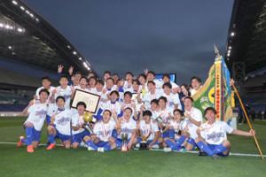 11日の高校サッカー選手権決勝に勝ち優勝した山梨学院イレブン
