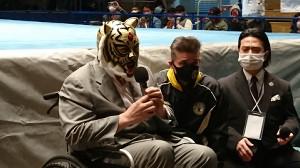 初代タイガーマスク(左)