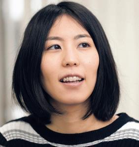 自らの記録を更新する12連覇を目指す里見香奈女流名人(カメラ・谷口 健二)