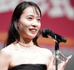 ジュエリーベストドレッサー賞を受賞した戸田恵梨香