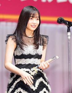 「第32回 日本ジュエリーベストドレッサー賞」10代部門で受賞した森七菜