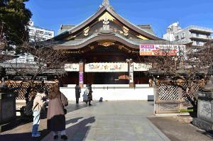 参拝客がまばらな東京・文京区の湯島天神