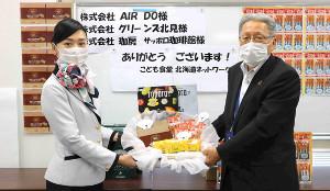 エア・ドゥが子供食堂に機内サービス品などを寄贈(札幌市白石区で)