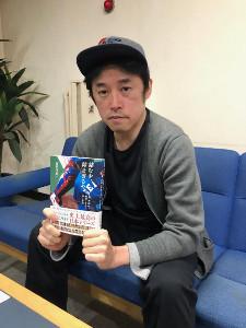 「詰むや、詰まざるや 森・西武vs野村・ヤクルトの2年間」の著者・長谷川晶一さん。取材した50人の濃厚な証言は読み応え十分だ