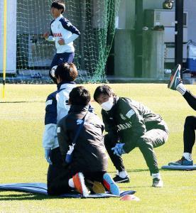 選手目線で練習を手伝う磐田・中山コーチ