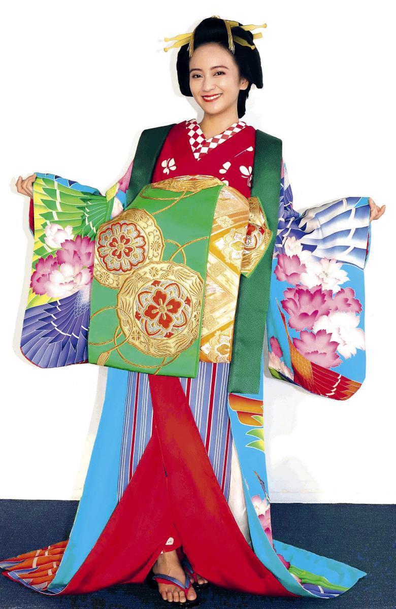 江戸時代の花魁・仙夏の彩り豊かな衣装を身にまとう岡田結実。「お着物は背筋がしゃんとします