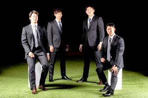 「オーダースーツSADA」の球団オフィシャルスーツを着用した(左から)二木康太投手、藤原恭大外野手、安田尚憲内野手、佐藤都志也捕手