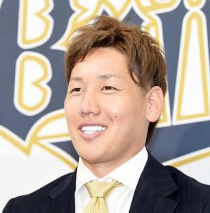 笑顔で会見したオリックス・吉田正尚(代表撮影)
