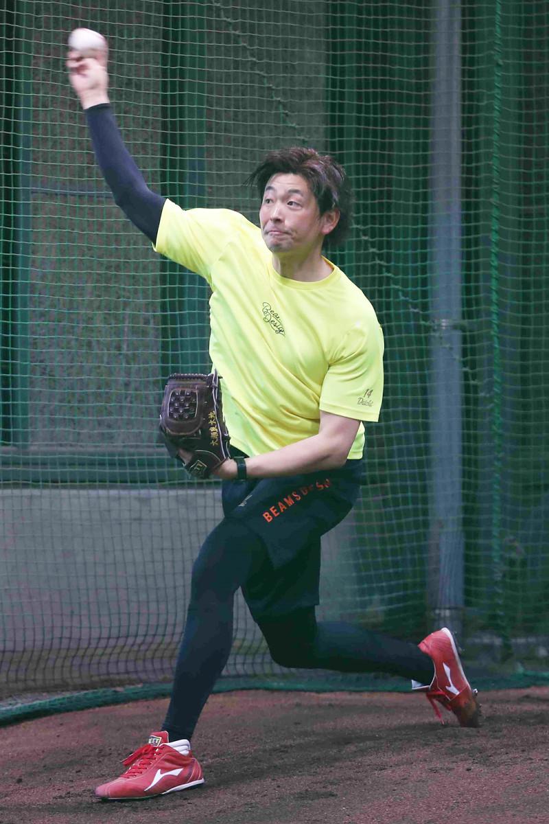 今年初ブルペン投球を行った広島・大瀬良大地(球団提供)