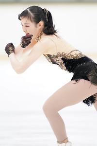 女子SPで演技する浦松千聖