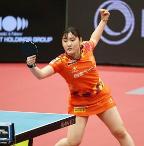 第4マッチのシングルに勝利した日本ペイント・加藤美優