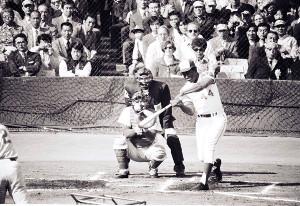 1974年11月2日、後楽園球場で行われた日米本塁打競争で観客を魅了したハンク・アーロン