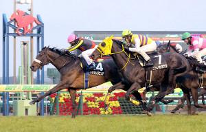 初富士ステークスを制したドナアトラエンテ(左)