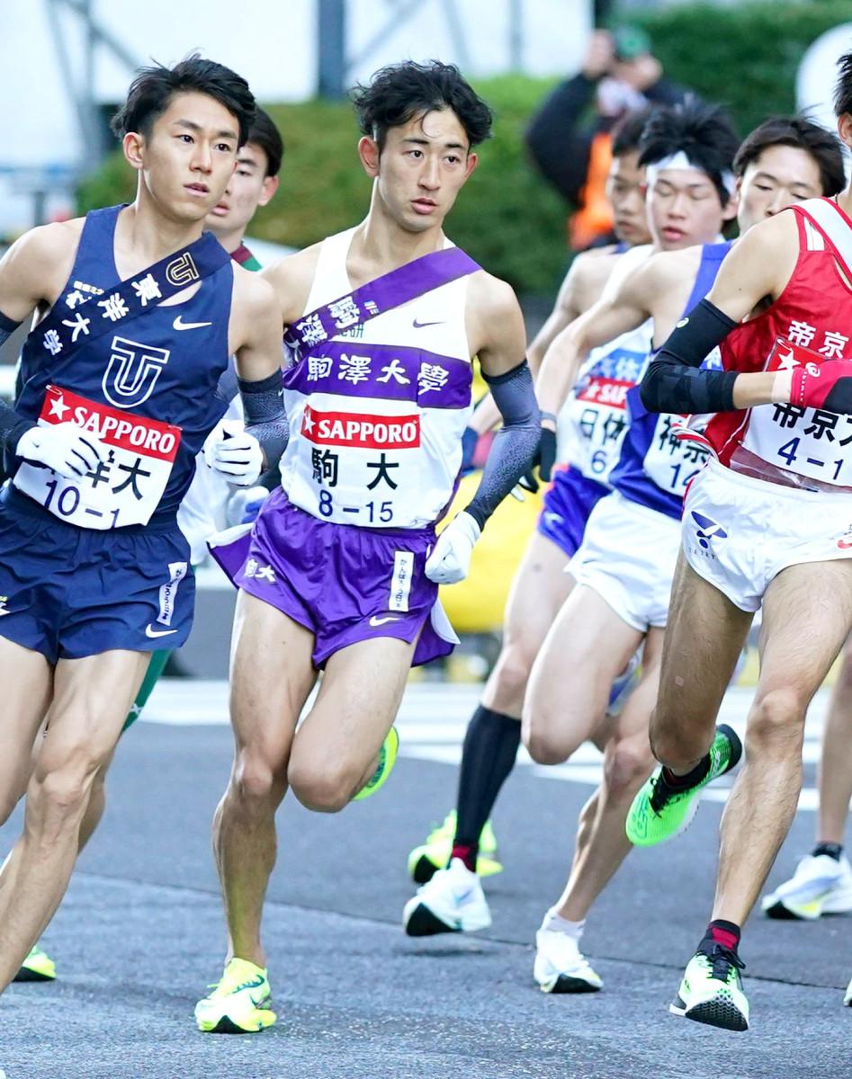 駒大の1区に抜てきされ、優勝メンバーとなった白鳥哲汰(前列左から2人目)