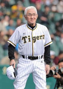 2012年11月18日、甲子園での阪神・巨人OB戦で久々のユニホーム姿を披露した安藤統男氏