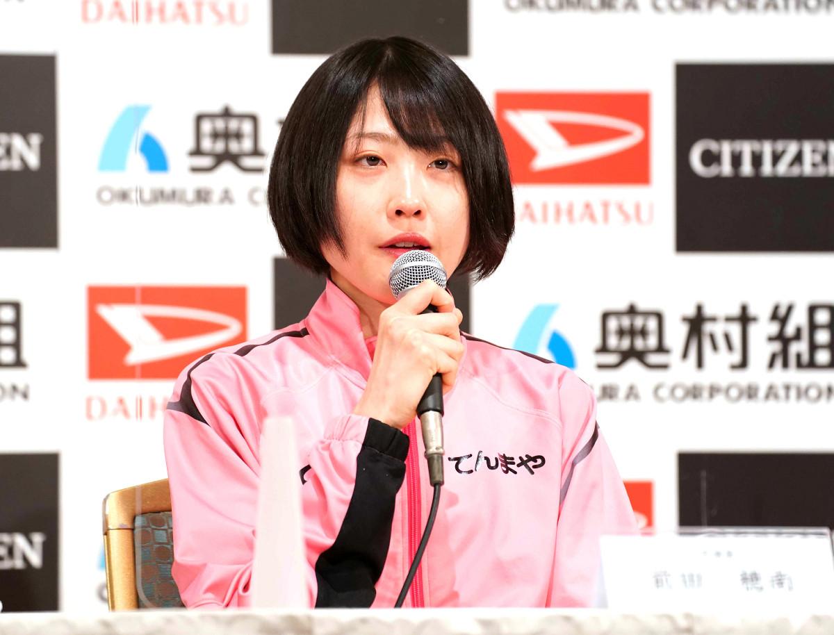 記者会見で大会への意気込みを語った前田穂南