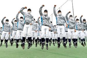 センバツ出場が決まり喜ぶ中京大中京の選手たち