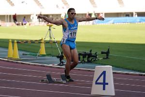 現役ラストレースとなった20年10月の木南記念400メートルで「金丸ダンス」をする金丸祐三