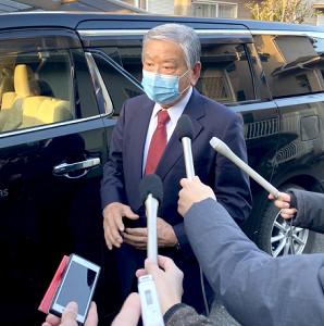 自宅前で取材に応じた川淵三郎氏