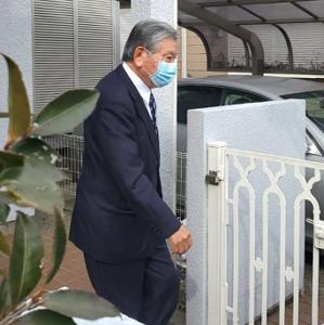 自宅前に姿を見せた川淵三郎氏