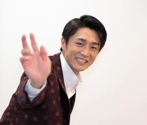 投球ポーズを見せる真田ナオキ