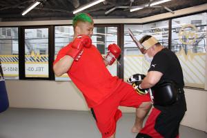 公開練習で膝蹴りをする京太郎(C)K-1