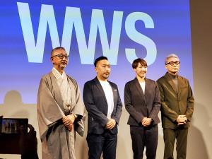 作業着スーツのウェアブランドをPRした寺田明日香(左から3人目)