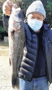 ハネ55・8センチを釣った山本さん
