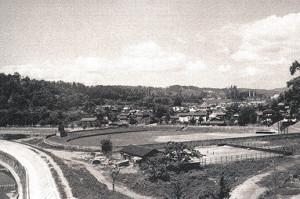 1950年代後半の評定河原球場。巨人・川上哲治もここでプレーしたことがある