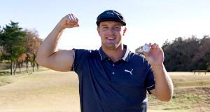 ブリヂストンが発売した新球をPRしたプロゴルフのブライソン・デシャンボー